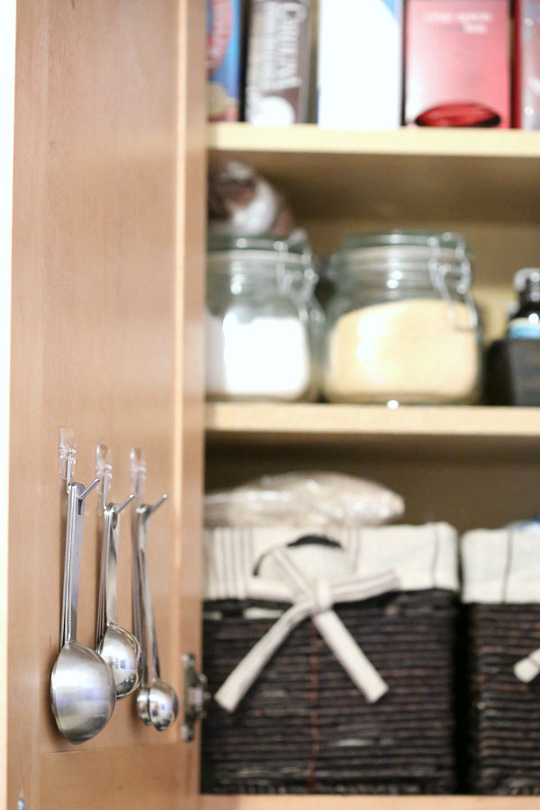 Source: http://tidymom.net/2014/perfect-pantry-organization/